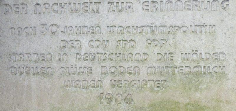 Mahnstein in Otto Burys Garten